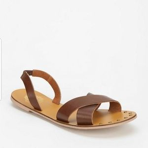 Ecoté Women's Brown Criss Cross Slipon Sandal